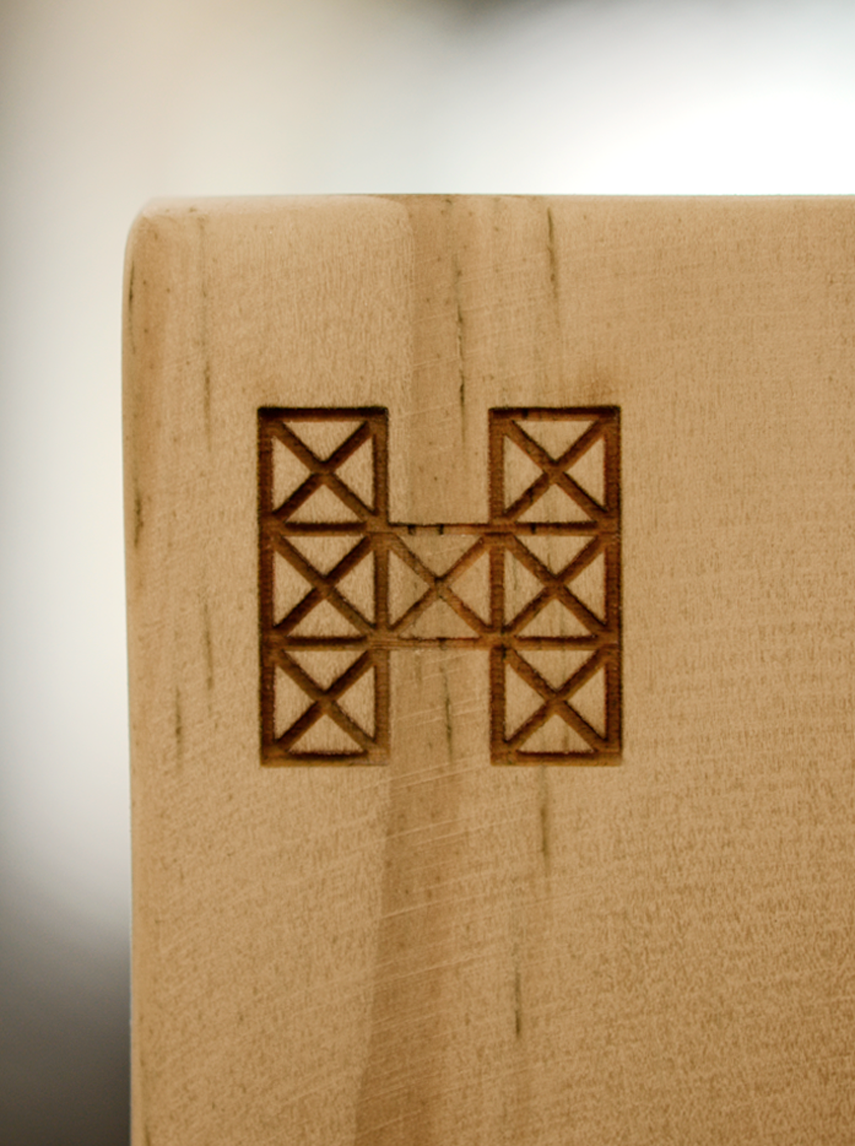 Rebranding hache cubo madera